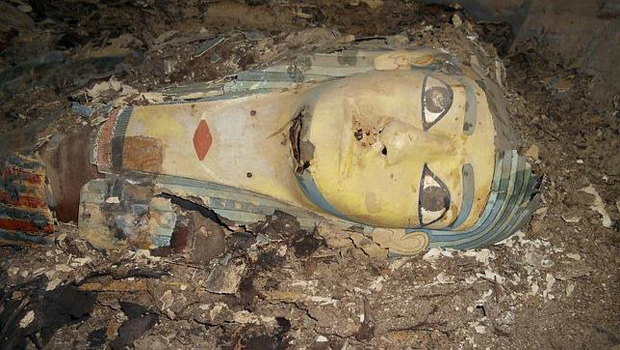 momia-setdart